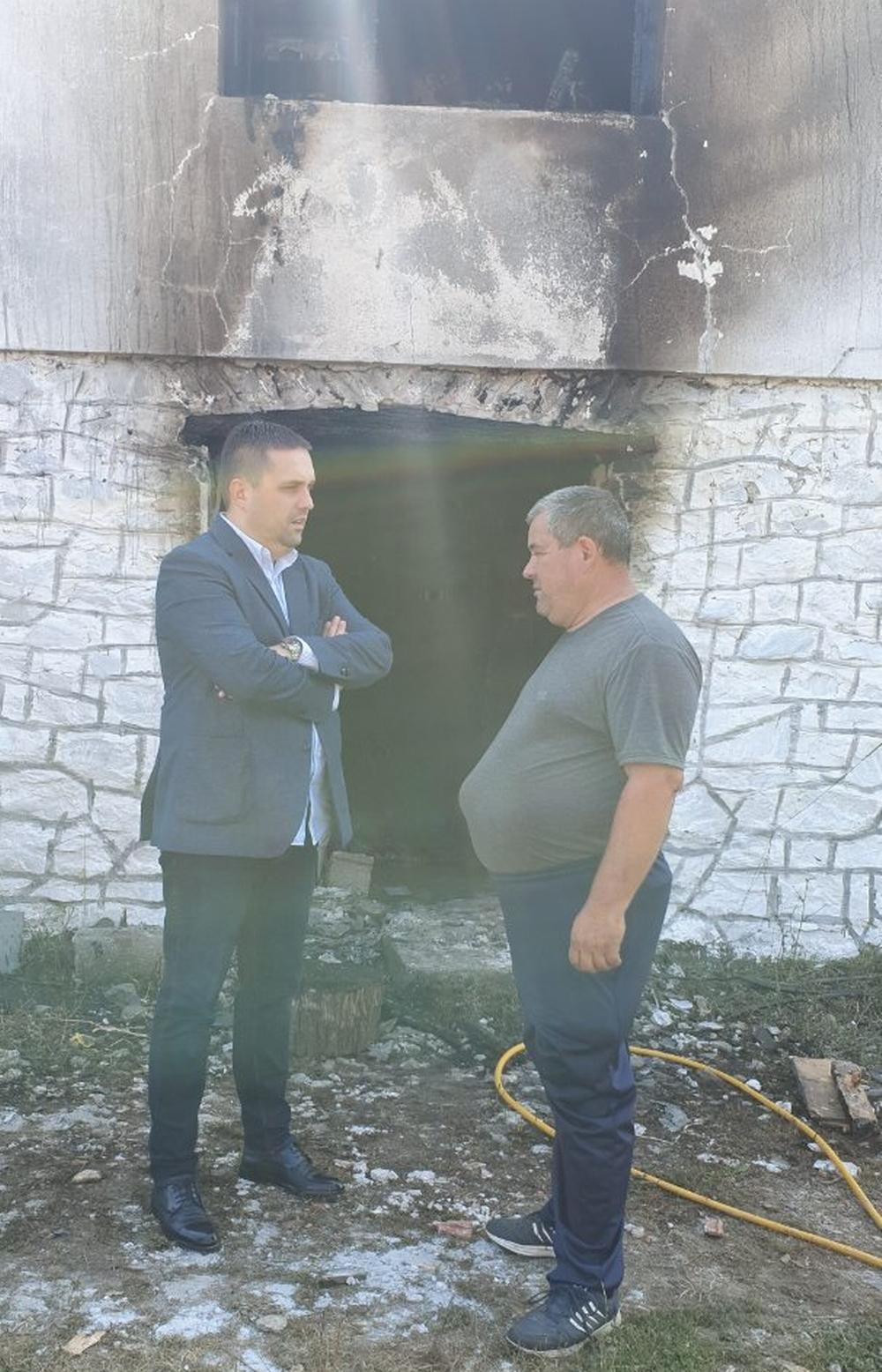 Potpredsjednik  Bećirović  obećao pomoć  lokalne uprave  porodici  Femić  čija  je  kuća  izgorjela  u požaru