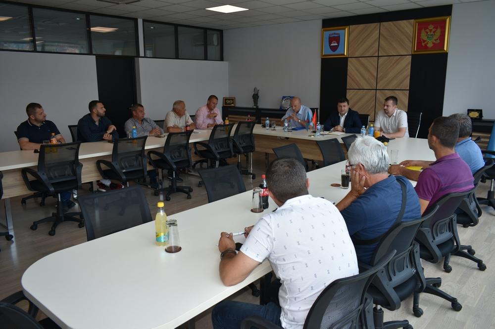 Održan sastanak predstavnika lokalne uprave, malinara i hladnjačara na temu utvrđivanja cijene maline