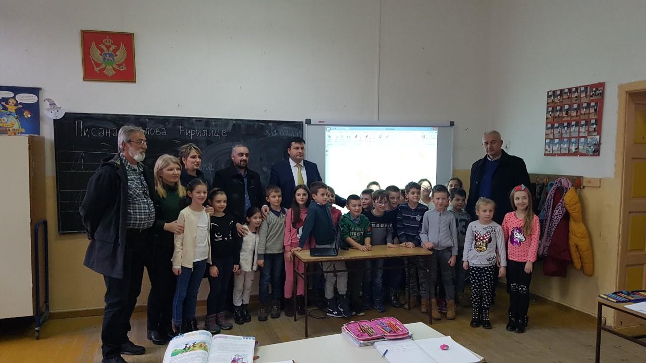 Interaktivne školske table i ostala didaktička oprema koja će osavremeniti nastavu donirani OŠ ,,Dušan Korać